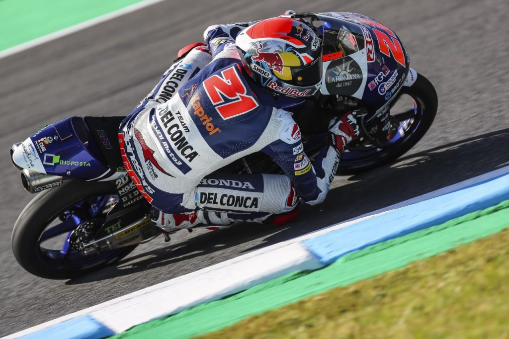 Moto3 cade Bezzecchi. Moto GP vince Vinales, cade Marquez