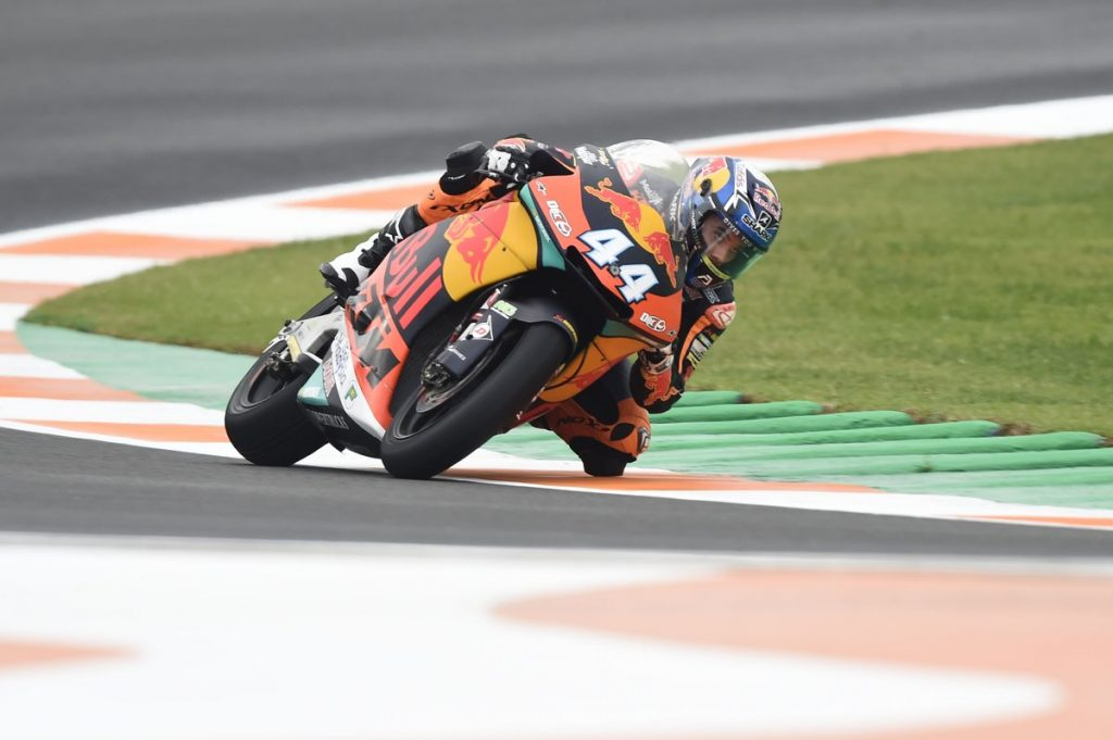 Moto2 | Gp Valencia Gara: Oliveira vince tra mille colpi di scena