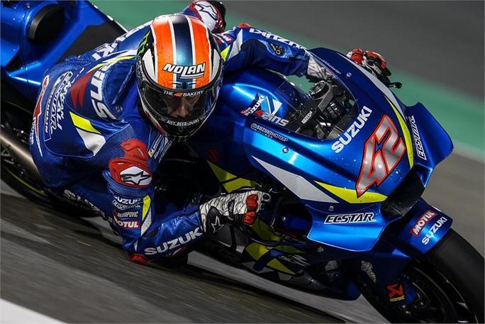 MotoGP | Test Qatar Day 2: Rins porta la Suzuki in vetta, Rossi solamente 19esimo