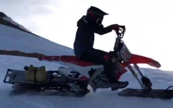 MotoGP   Marc Marquez si allena in moto sulla neve