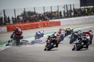 MotoGP | La gallery del Gp di Silverstone: Spavento Dovizioso Quartararo, Rins beffa Marquez