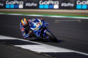 MotoGP | Gp Silverstone Gara: Rins beffa Marquez e vince, Quartararo e Dovizioso subito out [VIDEO]