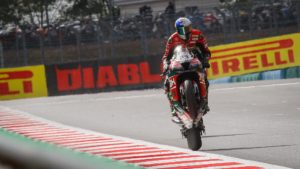 Superbike | Round Magny-Cours, Gara1: Razgatlioglu entra nella storia