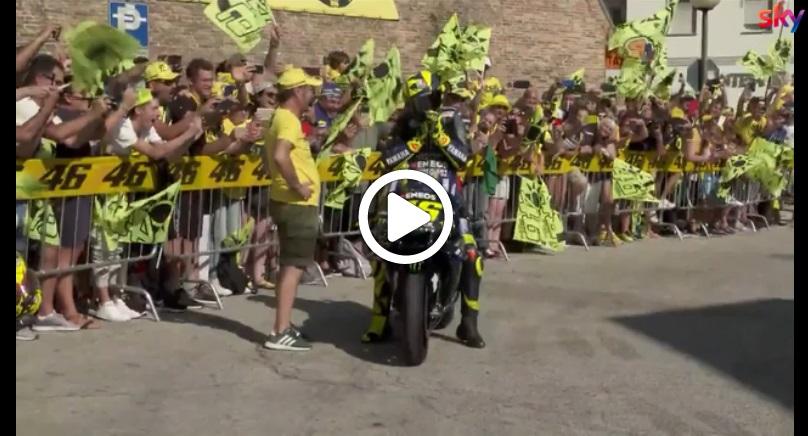MotoGP   Gp Misano: Bagno di folla per Valentino Rossi a Tavullia [VIDEO]