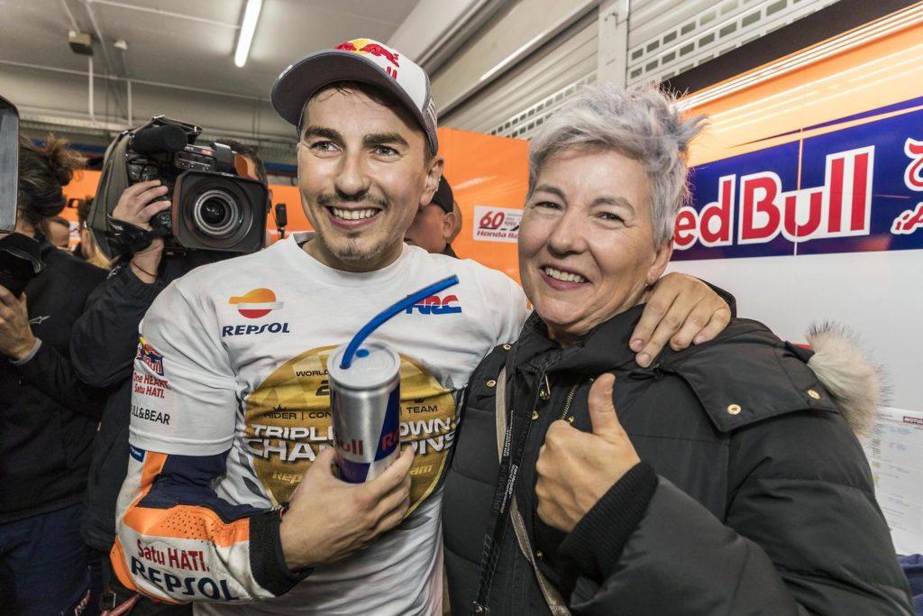"MotoGP | Gp Valencia: Mamma Jorge Lorenzo, ""Me lo porto a casa sano e salvo"""