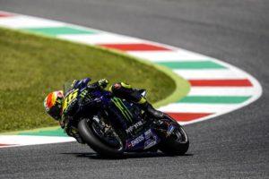 MotoGP | Rossi a bordo della Mercedes, Hamilton in sella alla M1: Yamaha e Mercedes perfezionano lo 'scambio'