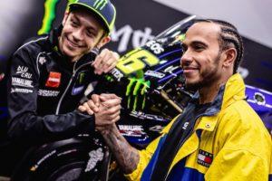 MotoGP | Valentino Rossi Vs Lewis Hamilton, le prime immagini [VIDEO]