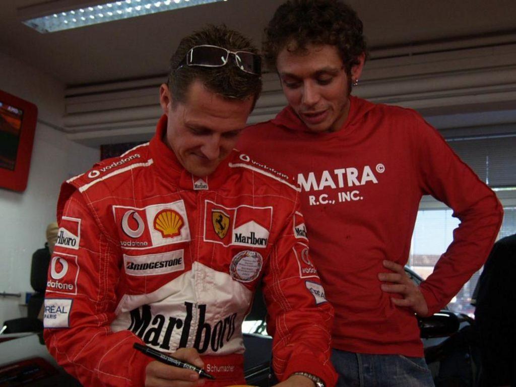 """MotoGP   Gaffe Valentino Rossi: """"Io il primo a guidare Mercedes e Ferrari"""" ma si dimentica di Schumacher"""