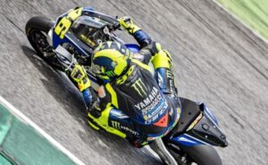 MotoGP   Valentino Rossi in pista al Mugello con i ragazzi della Academy