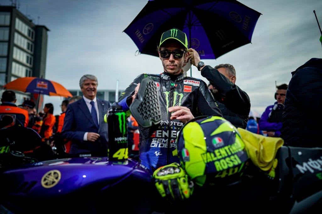 MotoGP | Valentino Rossi non lascia, la carriera continua con Yamaha Petronas