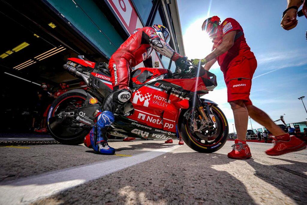 MotoGP, Misano-2: Prove 3, Bagnaia polverizza il record assoluto e cade