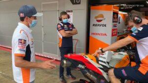 MotoGP | GP Barcellona: Marquez è arrivato nel paddock [VIDEO]