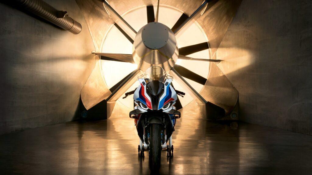 Superbike | BMW toglie il velo alla nuova M 1000 RR