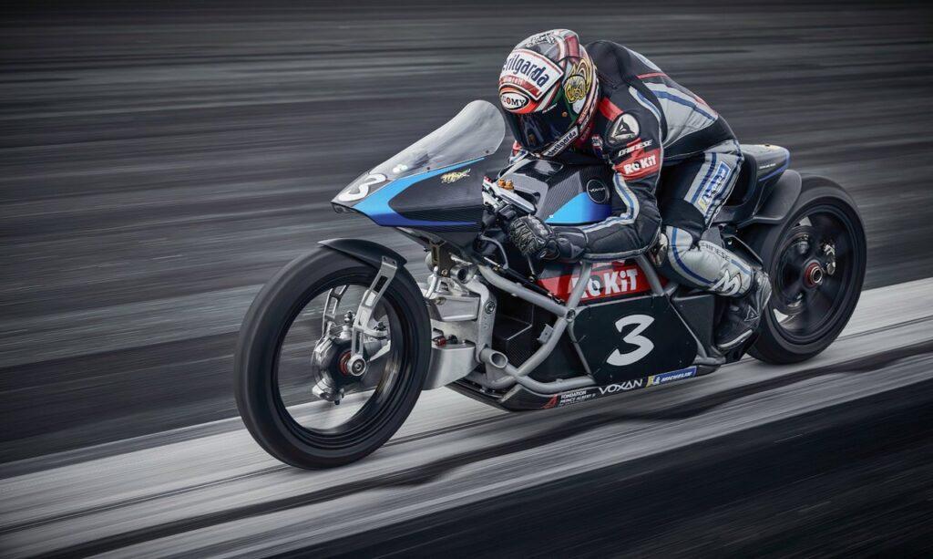 Max Biaggi, undici record in sella moto elettrica Voxan, raggiunti i 408 km/h