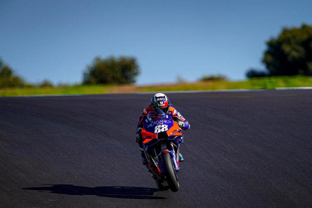 MotoGP | Gp Portimao Gara: Oliveira domina, Rossi dodicesimo