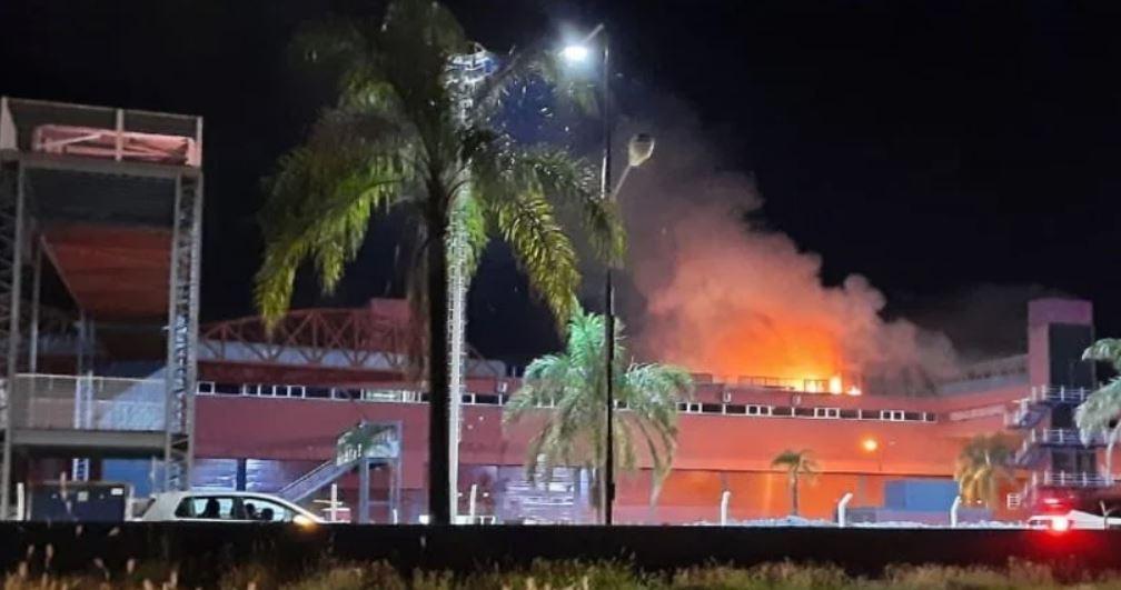 MotoGP | Vasto incendio sul circuito argentino di Las Termas a Rio Hondo [VIDEO]