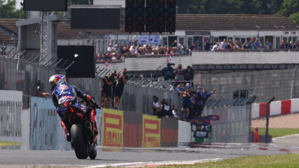 Superbike   Round Donington, Gara1: Razgatlioglu vince in rimonta
