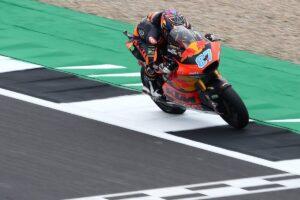 Moto2 | Gp Silverstone Gara: Gardner piega Bezzecchi